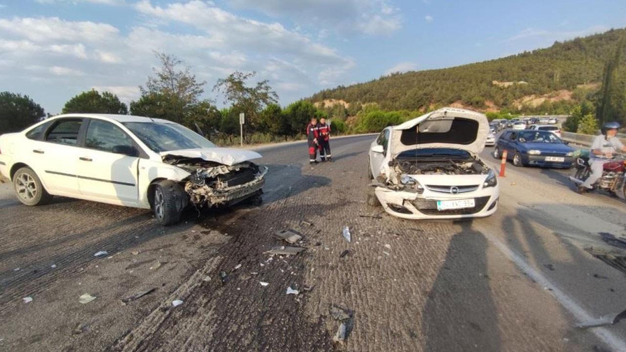 Tatil dönüşü kaza: 3 araç birbirine girdi