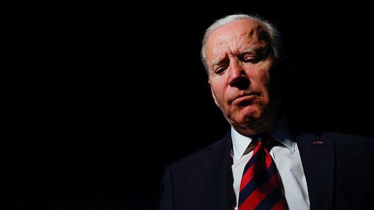Biden'a anket şoku! Yüzde 50'ye geriledi