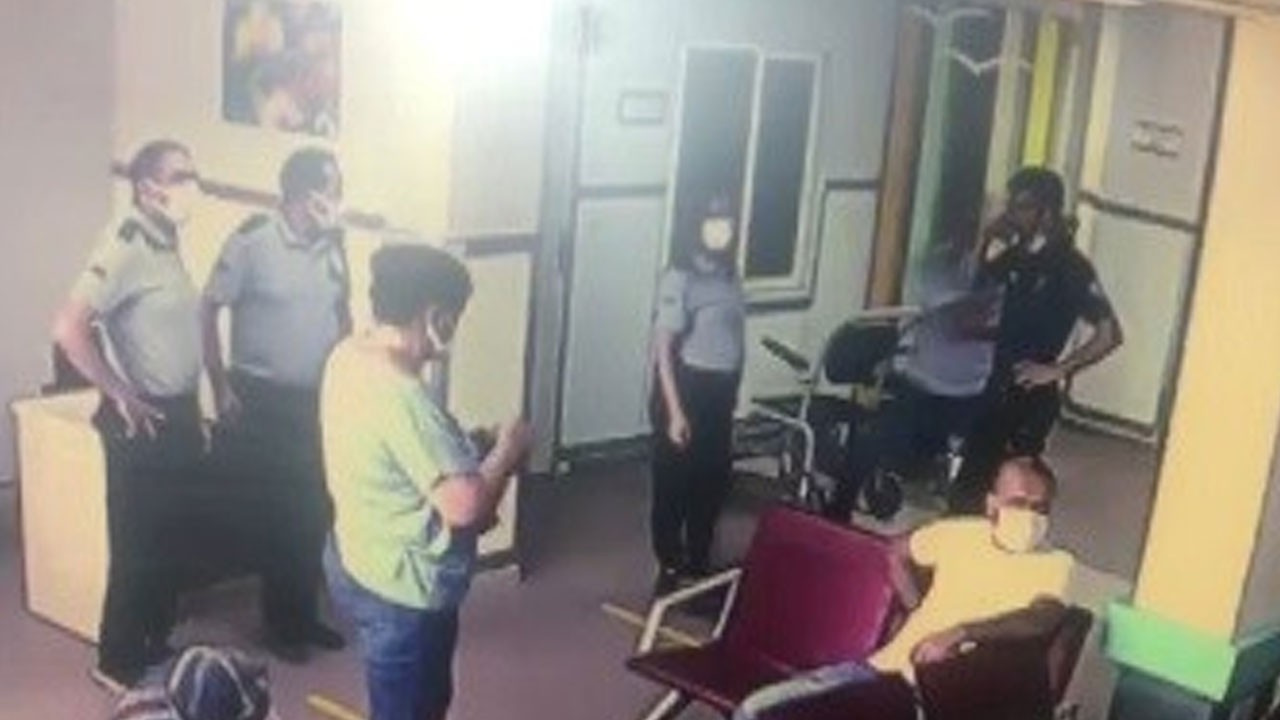 Yardım istediği polisin silahını kaptı