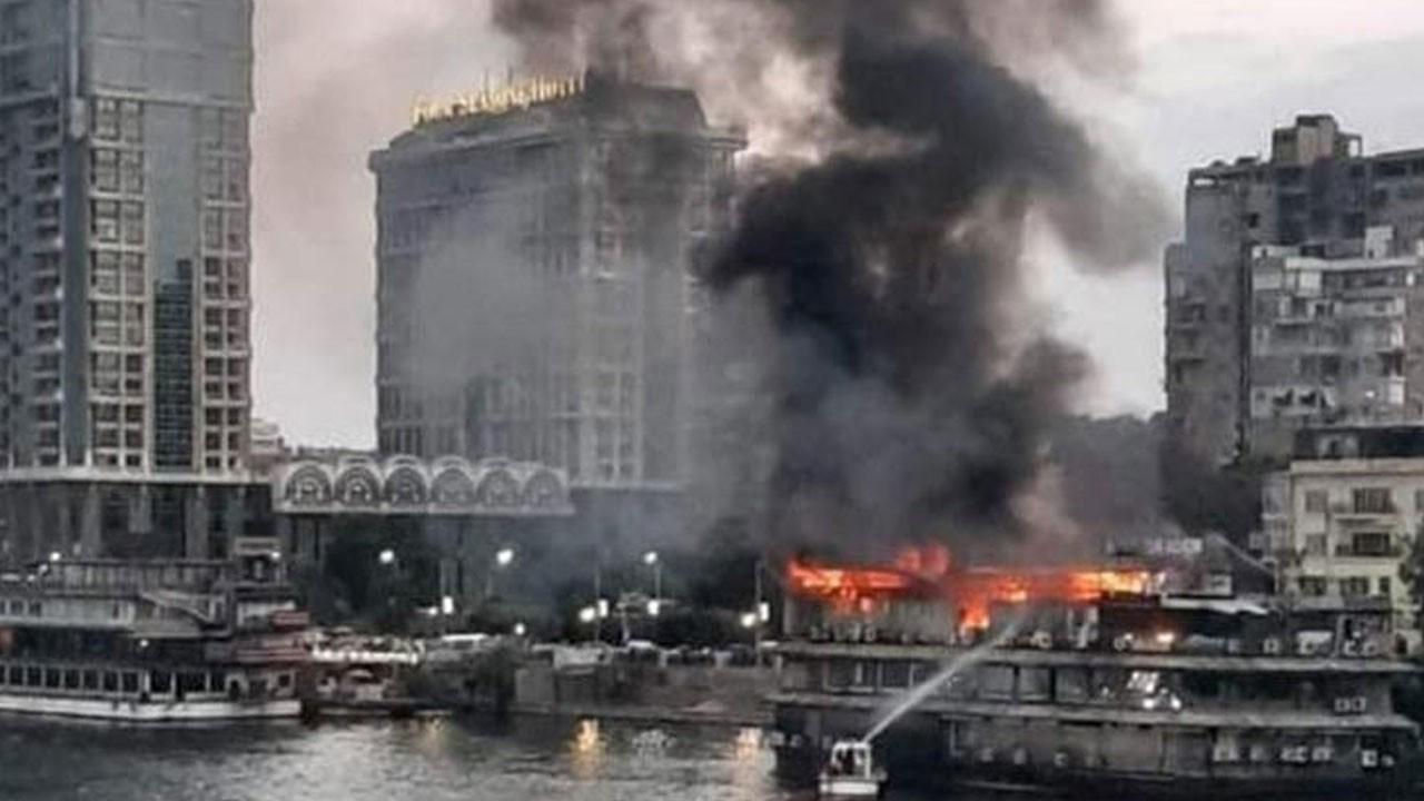 Nil Nehri kıyısındaki bir gemiden alevler yükseldi