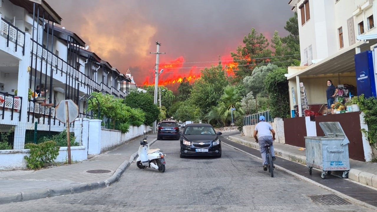 Marmaris'te orman yangını büyüyor!