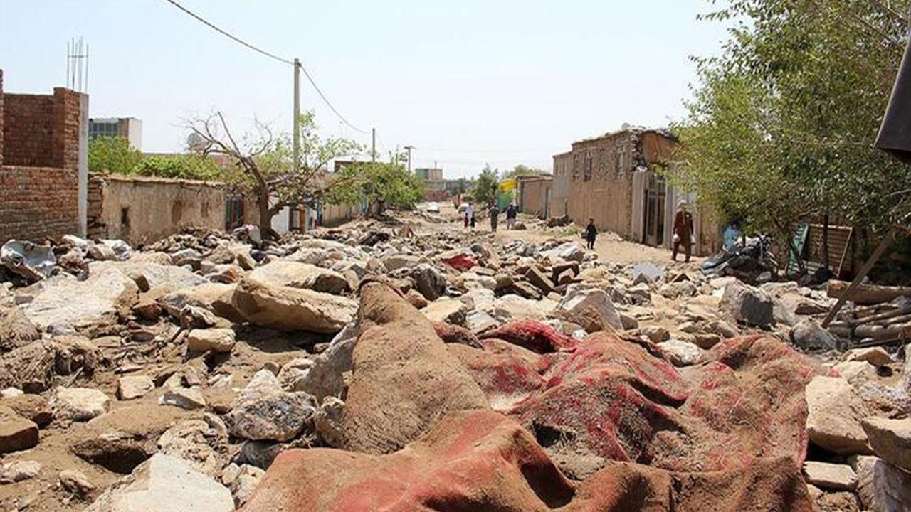 O ülke kabusu yaşıyor! Sel felaketinde 40 kişi...