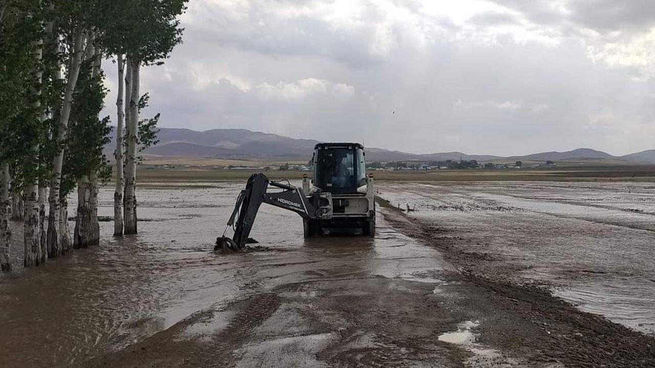 Van'ın 3 ilçesinde sel felaketi!