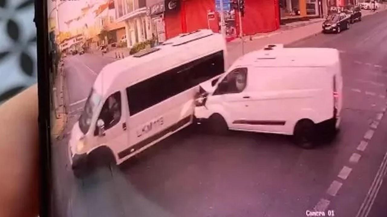 Minibüsler çarpıştı, 1 kişi öldü, 6 kişi yaralandı
