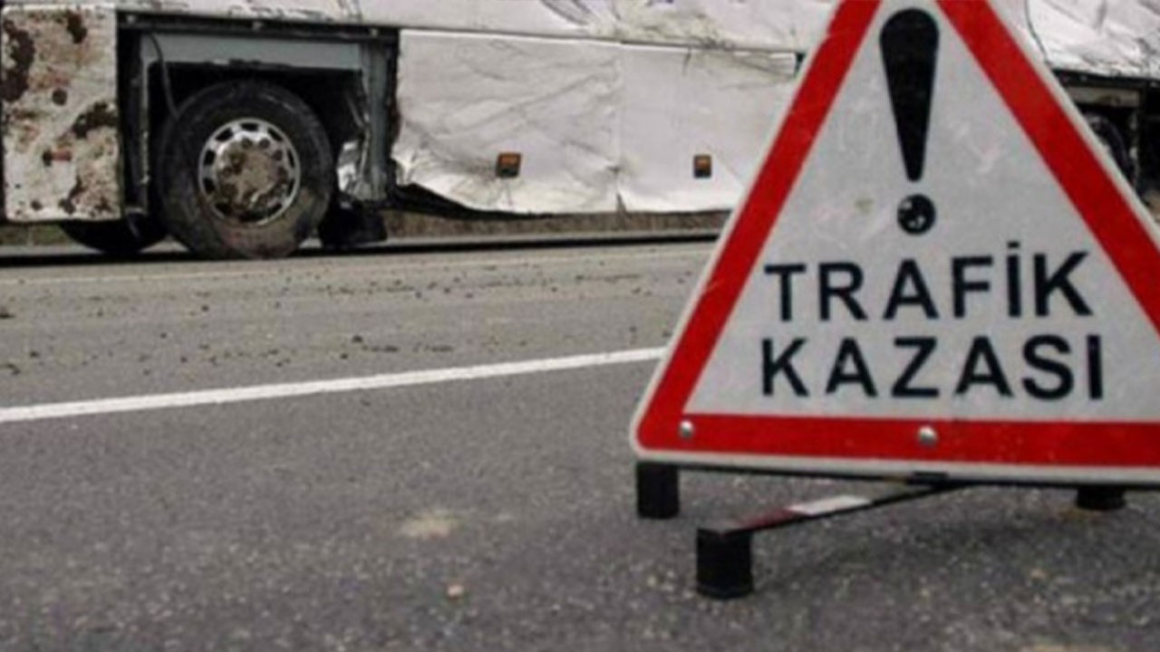Yolcu otobüsü TIR'a çarptı: 26 yaralı