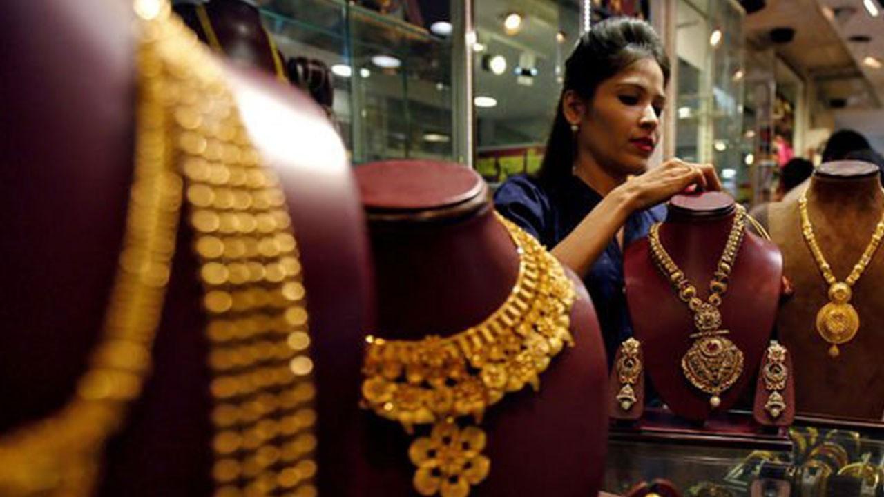 Hindistan'da altın ithalatı yine zirvede