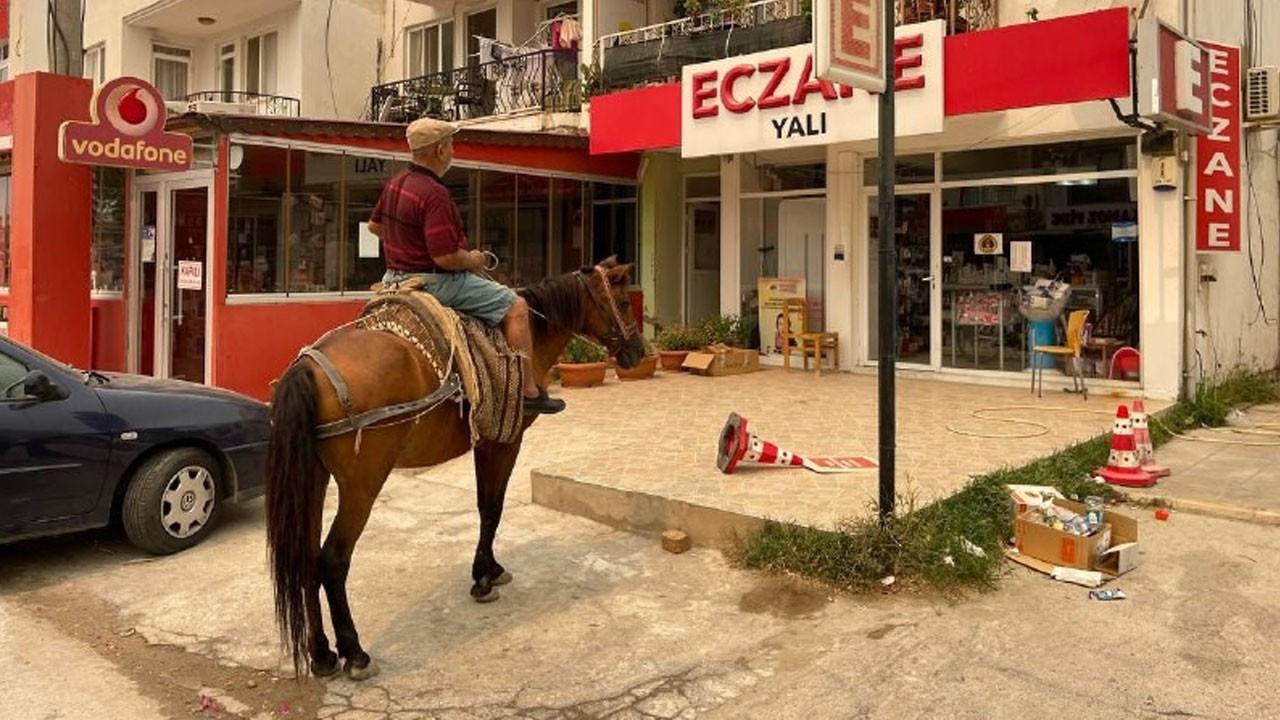 Atıyla eczaneye gelip ilaç aradı!
