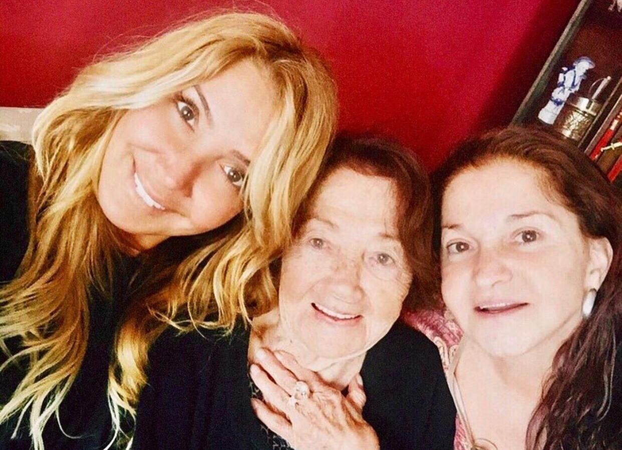 Ünlü sanatçı Yonca Evcimik'in annesi Kadriye Evcimik Bodrum'da hayatını kaybetti