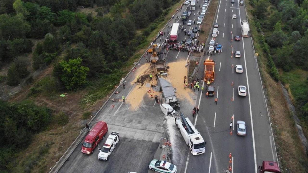 2 tır ve 1 kamyon çarpıştı: 1 ölü, 2 yaralı