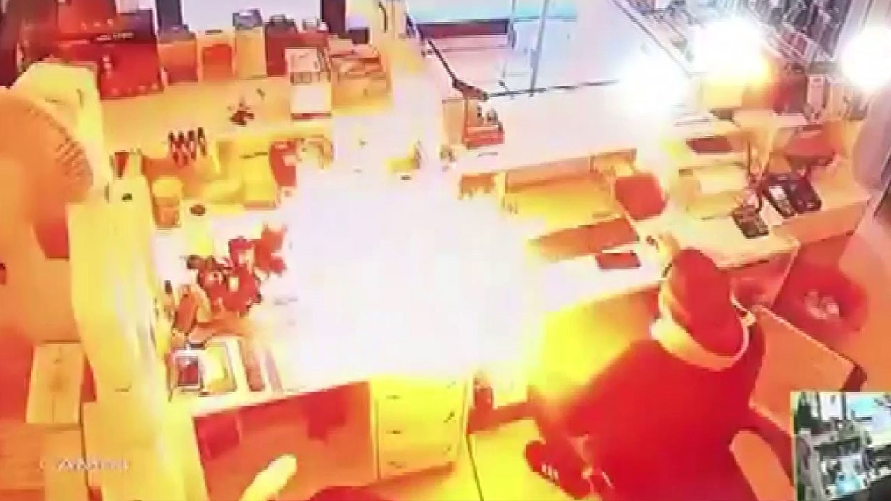Cep telefonu bir anda patladı!