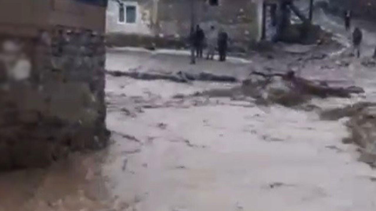 Tüm köy sular altında kaldı!