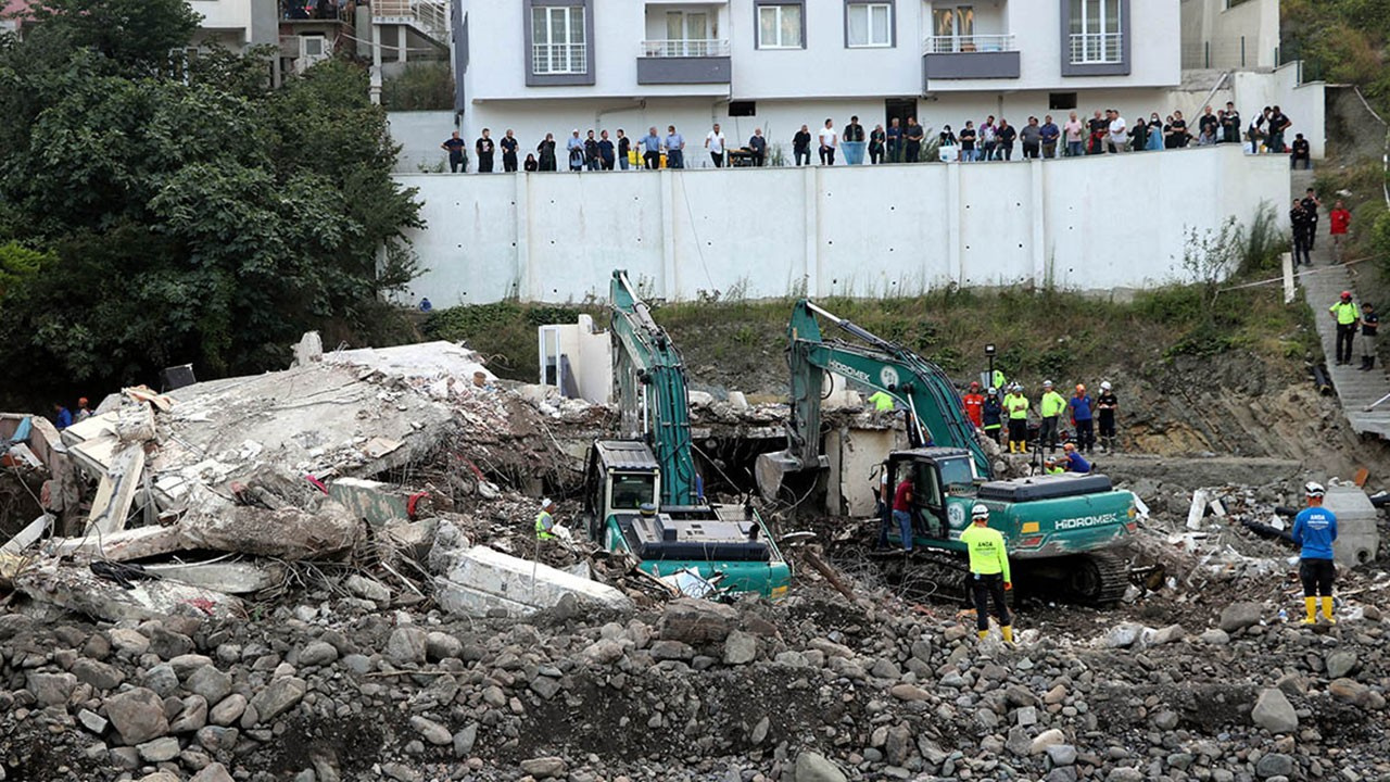 Bozkurt'ta çöken binanın müteahhidi tutuklandı