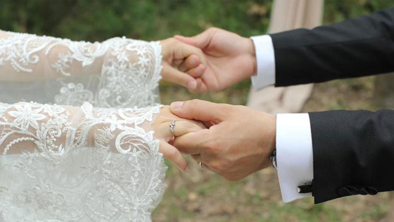 '' Gençlerimiz evlenmiyor''