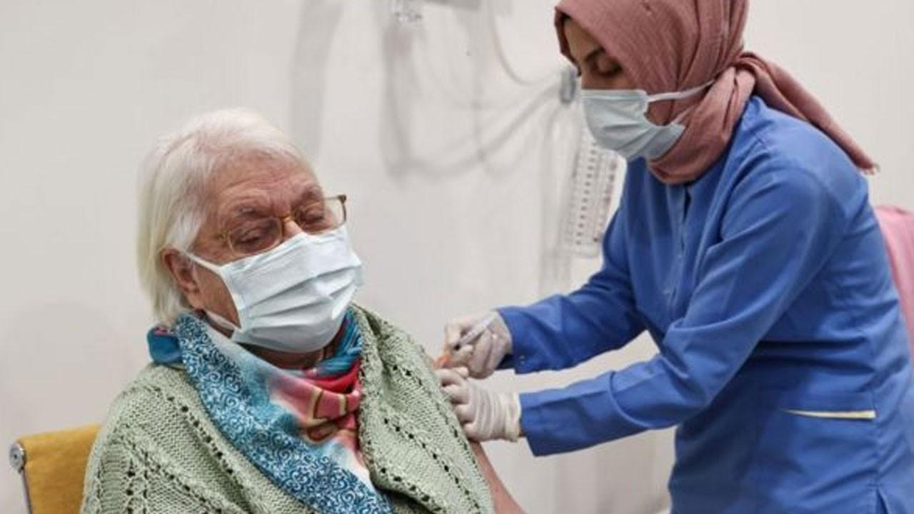 65 yaş üzerine tek doz aşı uyarısı