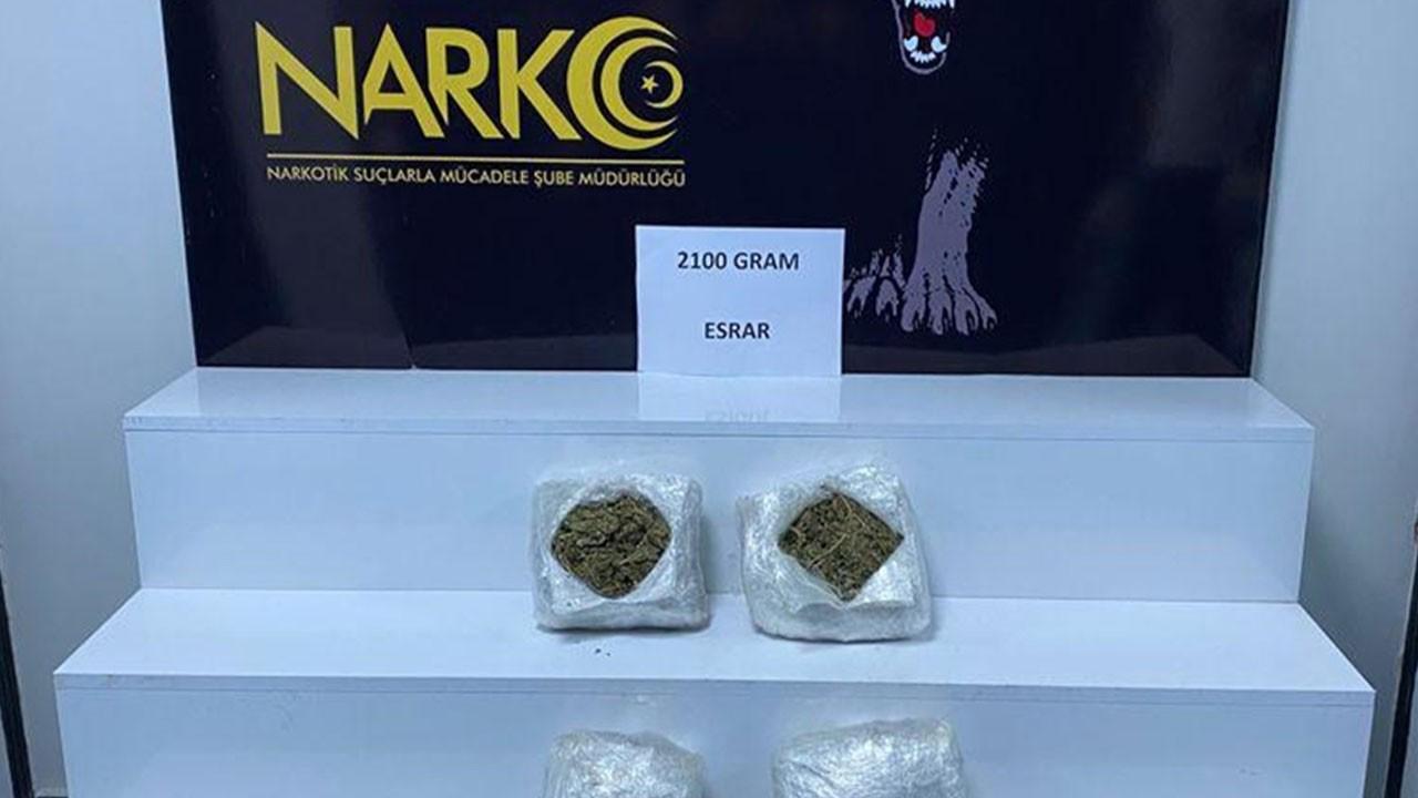 Çantasından 2 kilo 100 gram esrar çıktı!