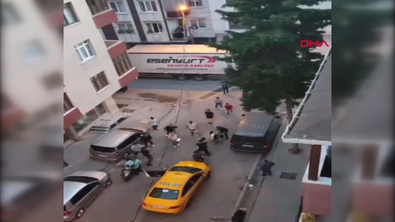 Taksici ve müşterisinin tekme tokatlı kavga anı!