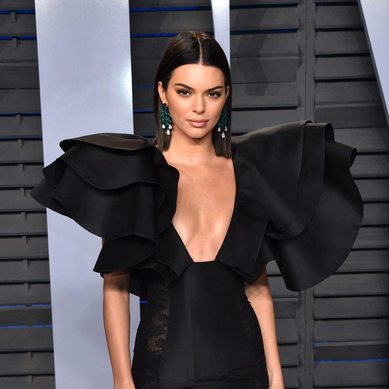 Kendall Jenner 2021 MET Gala'da şeffaf elbisesiyle tüm dikkatleri üzerine çekti - Sayfa 1
