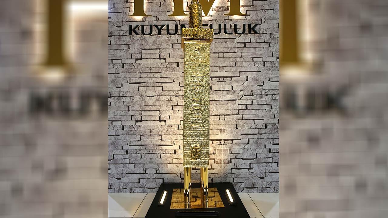 2,7 kilogram altın ile dört ayaklı minare!
