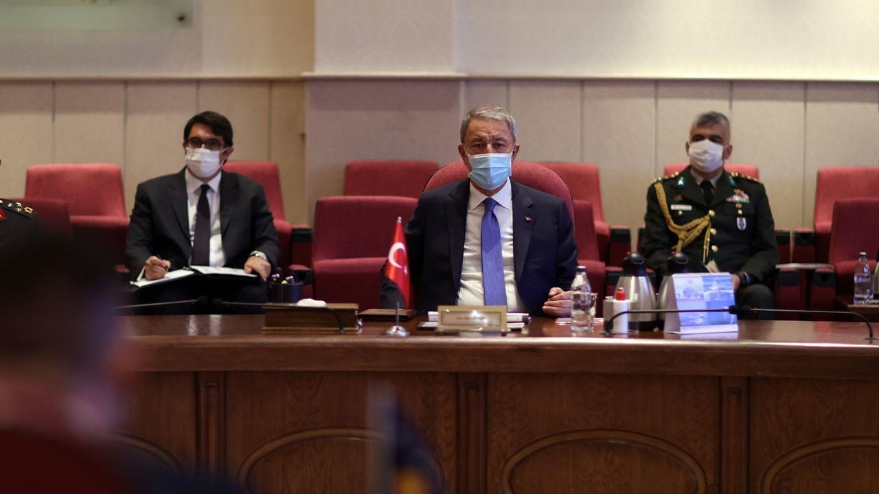 Bakan Akar, Kosovalı mevkidaşı ile görüştü