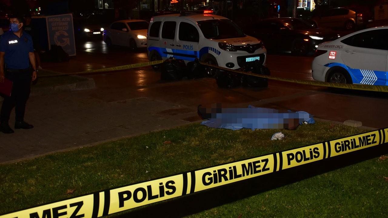 İzmir'de, parkta ceset bulundu