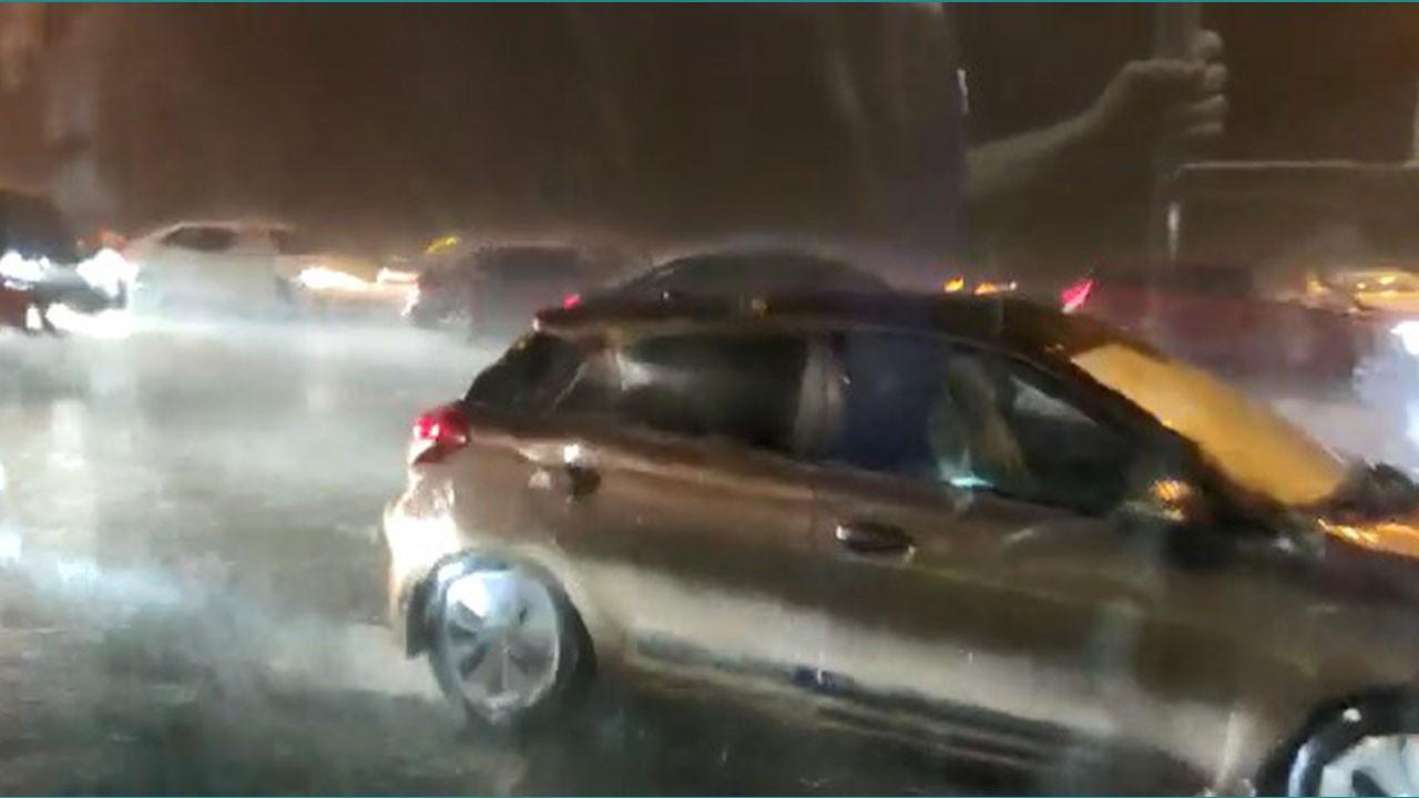 Meteoroloji uyarmıştı! İstanbul'da sağanak yağış