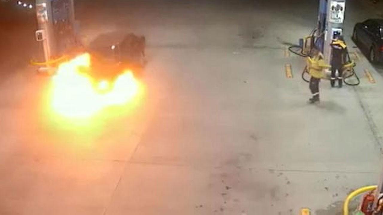 Yakıt alan araç alev alev yandı!