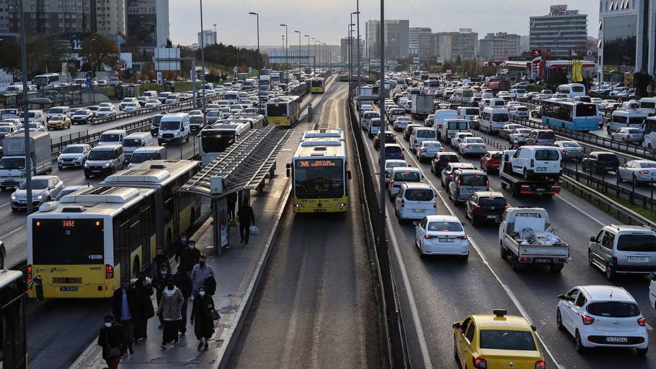 Yola çıkacaklar dikkat!  İstanbul'da yoğun trafik