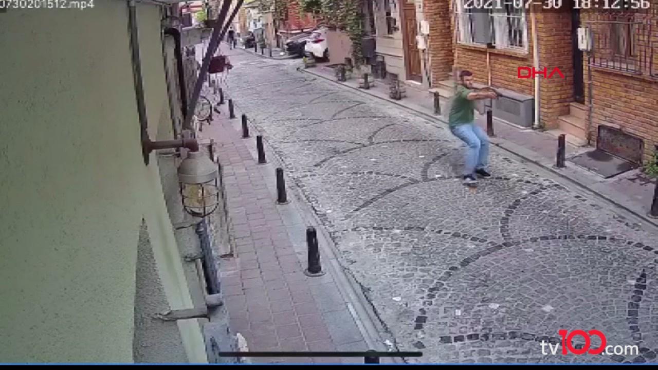 Balat'ta sinemacıya silahlı saldırı anı kamerada