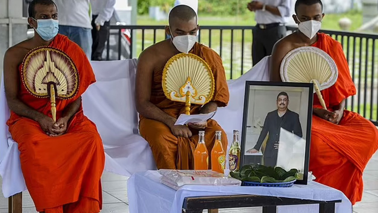 Özel güçleriyle pandemiyi bitireceğini iddia eden din adamı koronavirüsten öldü