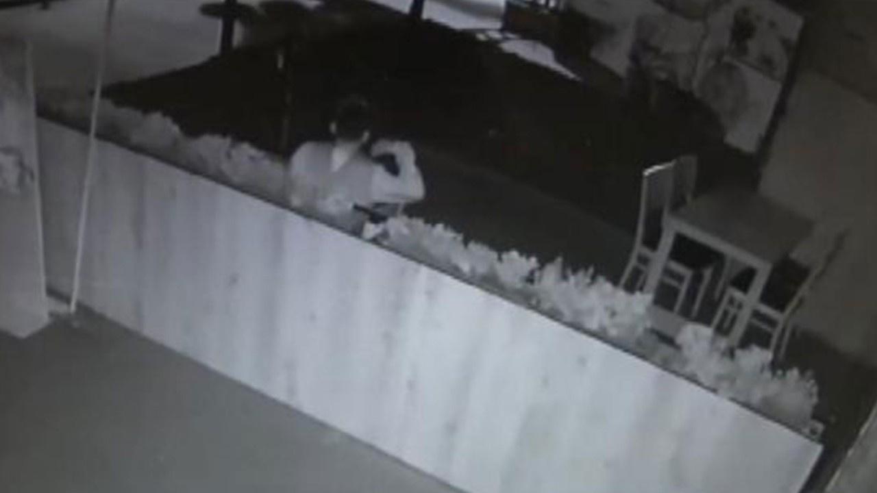Restorana giren hırsızdan şoke eden hareket