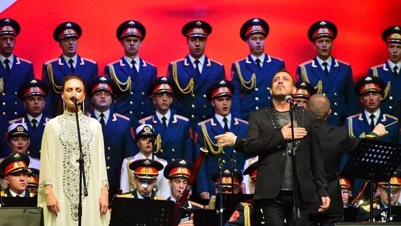 Haluk Levent, Rus korosuyla aynı sahnede!