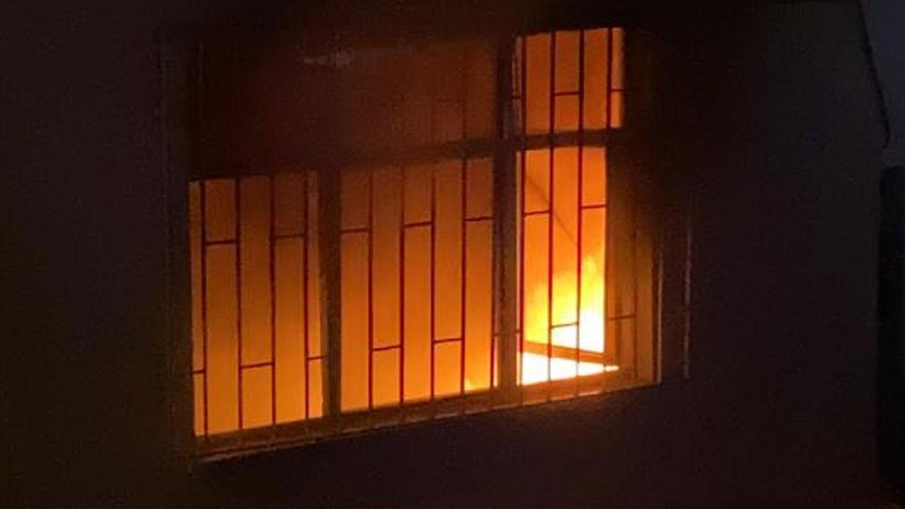 Devrilen elektrik sobası, evi yaktı