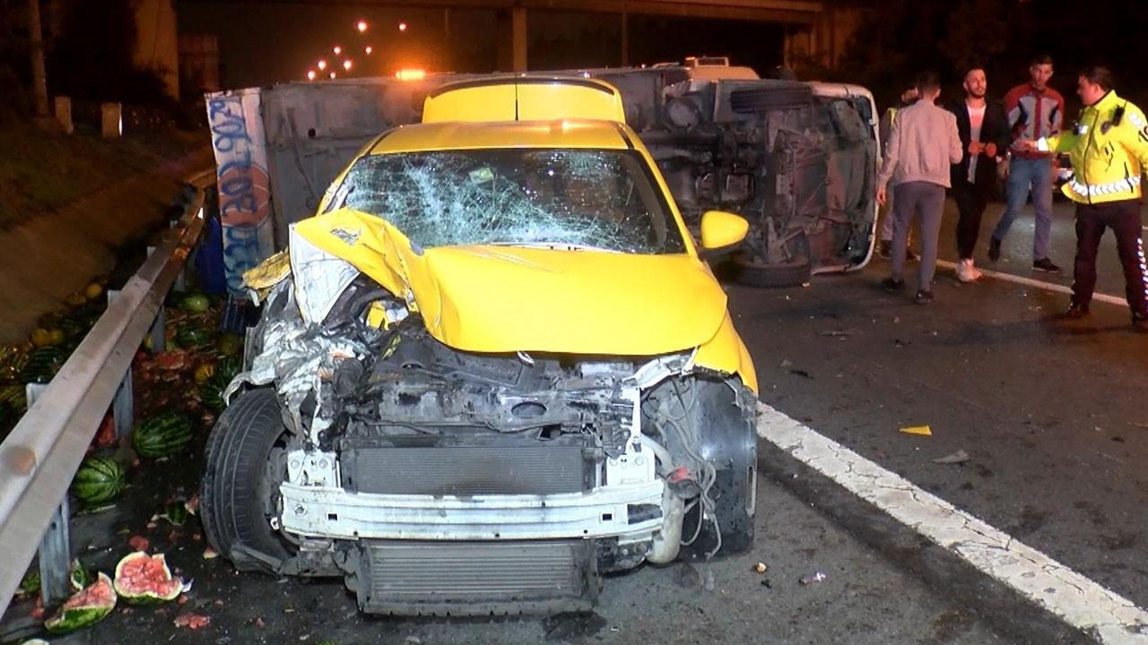 Kamyonet ile taksi çarpıştı: 4 yaralı