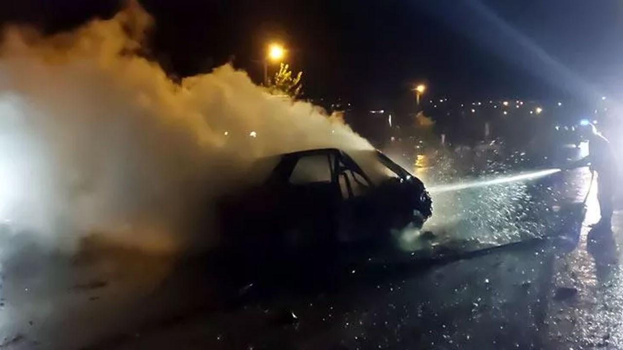 Gece yarısı feci kaza! 2 kişi hayatını kaybetti