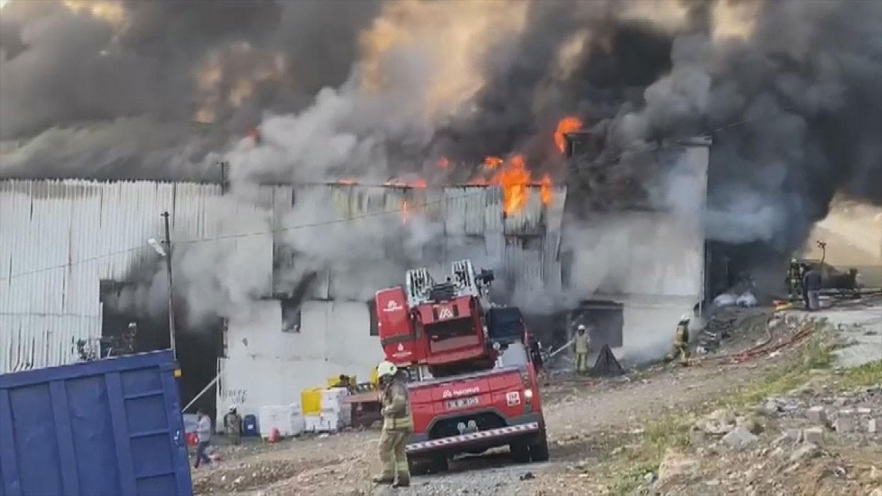 Avcılar'da geri dönüşüm tesisinde yangın çıktı