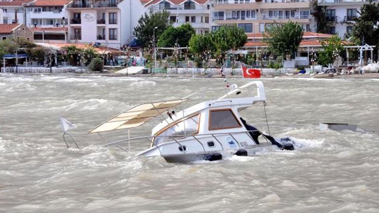 Datça'da çıkan şiddetli fırtınada 1 tekne battı