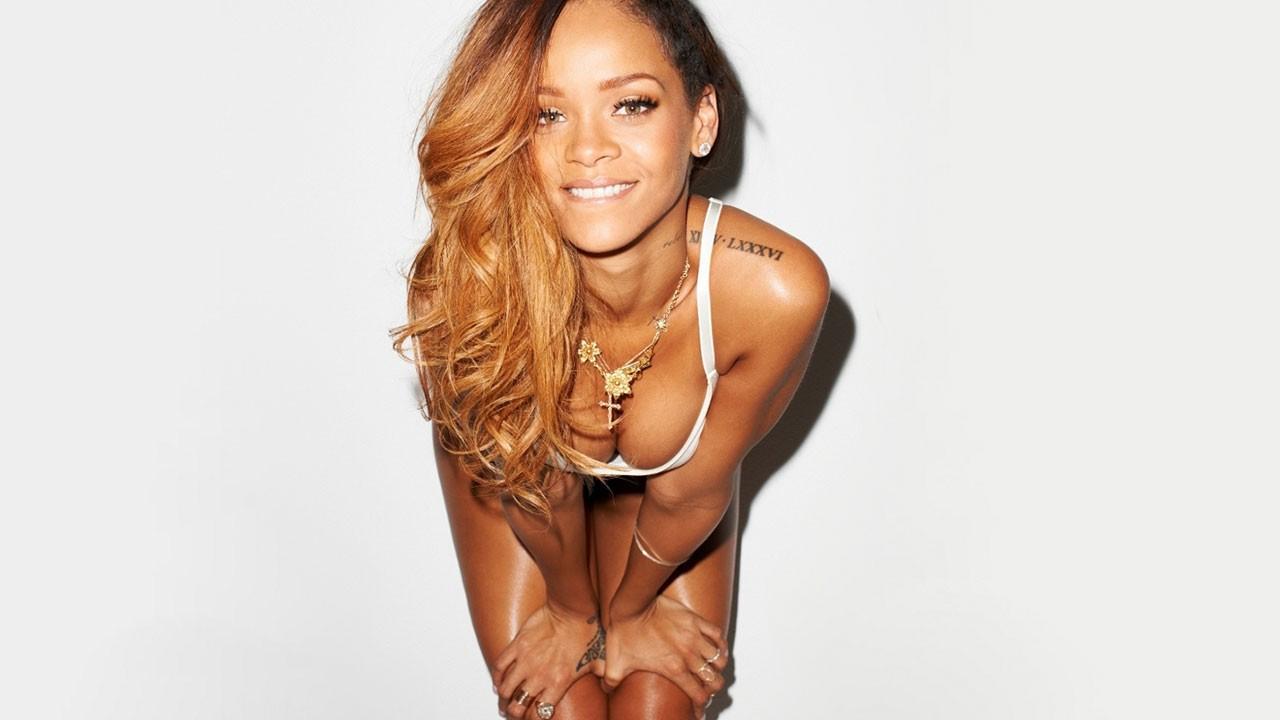 Rihanna çıplak fotoğrafını paylaştı!