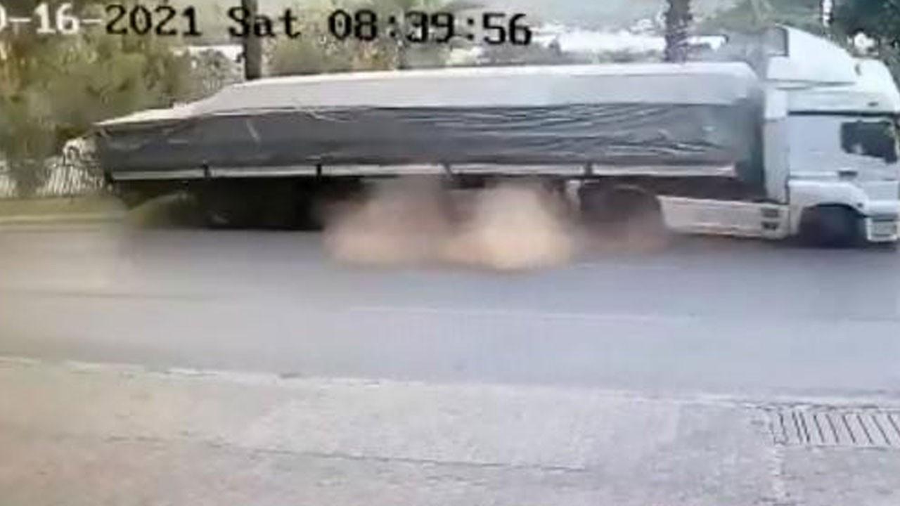 TIR sürücüsünün ağır yaralandığı kaza kamerada!