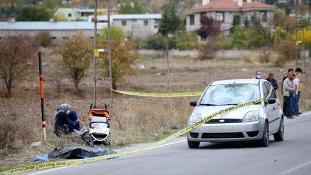 Ailesinin yanında otomobil çarptı