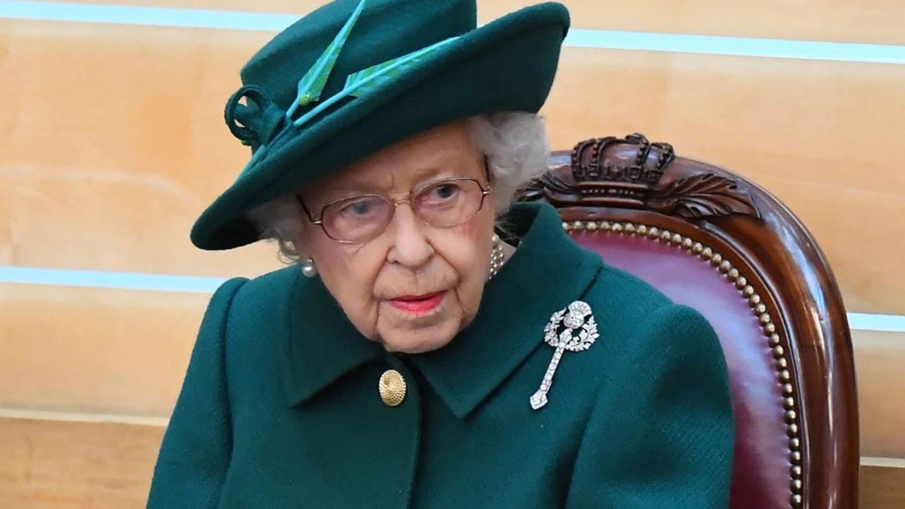 """Kraliçe Elizabeth """"İnsan hissettiği yaştadır"""" diyerek 'yılın yaşlısı' ödülünü reddetti"""