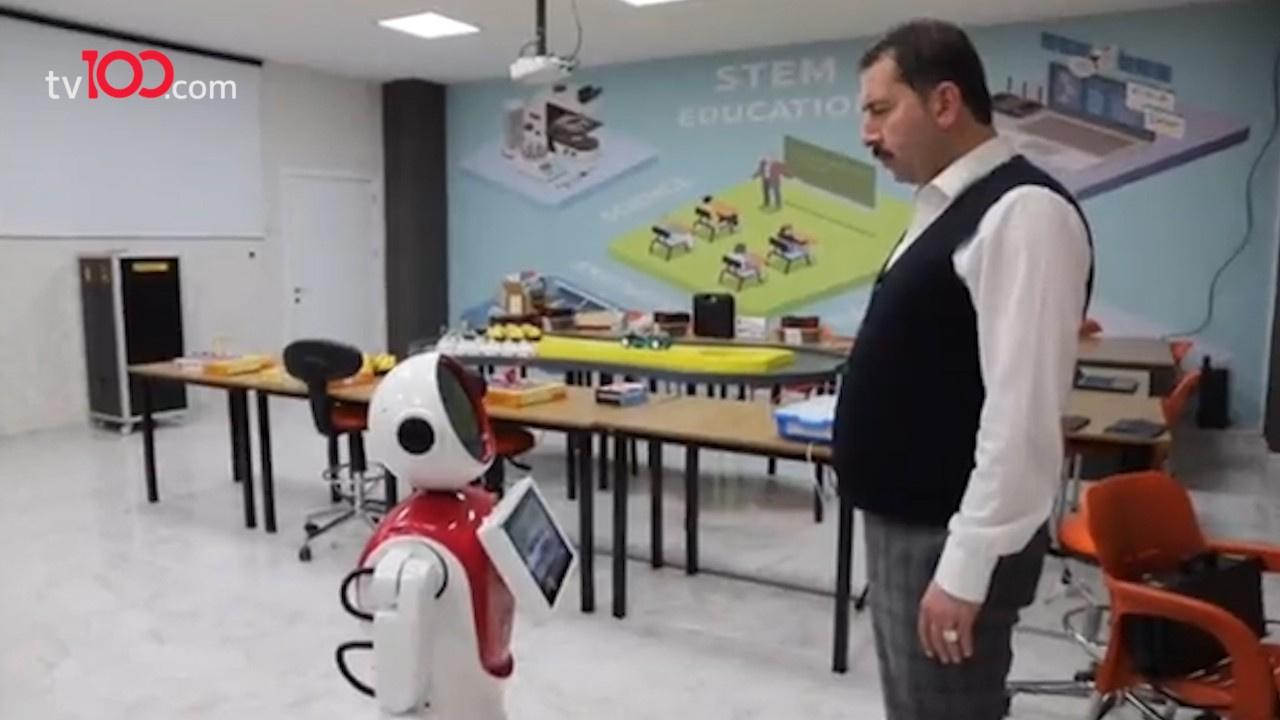 Başkan ile robot arasında yaşanan ilginç diyalog
